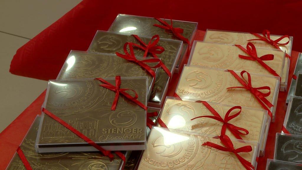 Jonathan Stenger a créé des tablettes de chocolat à l'effigie de la ville de Sarreguemines
