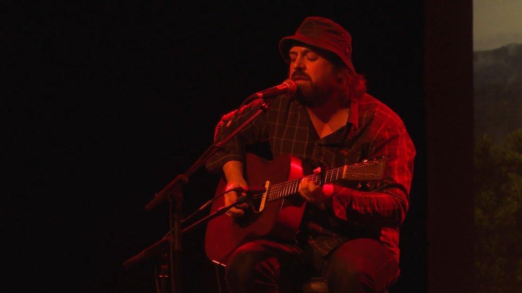 La Boite Noire a diffusé la première du film Fragments Folk de Thomas Lincker qui a été suivie des concerts de Oh Well et The Red F