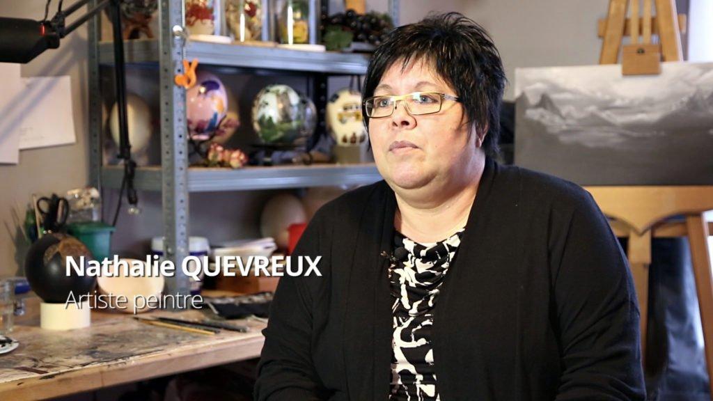 Nathalie Quevreux, peintre sur des œufs d'autruche