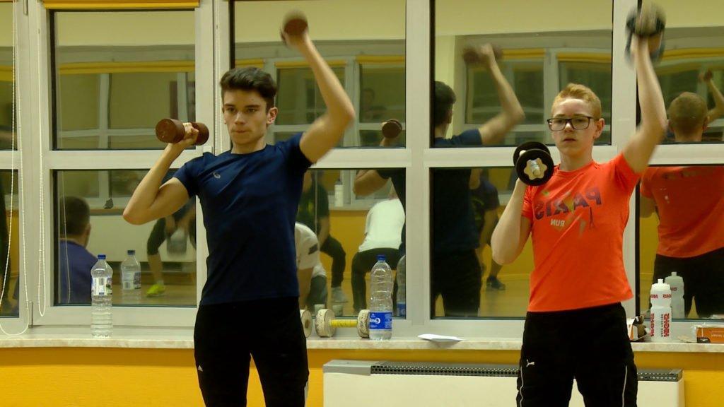 Avant de commencer leur saison, des sportifs amateurs s'infligent des séances de préparation physique pour être plus performants