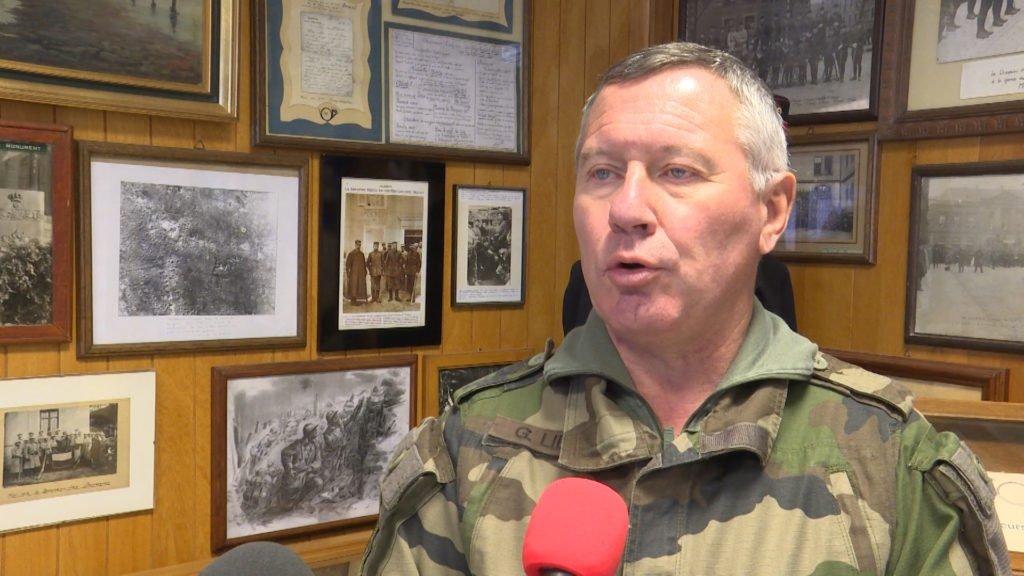 Un général en visite au 16ème bataillon