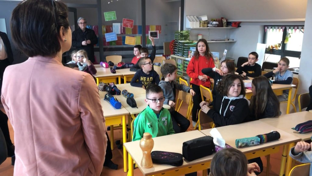 """Nicole Trisse rend visite aux élèves de Baerenthal pour le projet """" Parlement des élèves"""""""