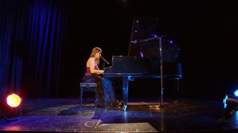 "Roxane Zimmermann interprète « In your eyes"""