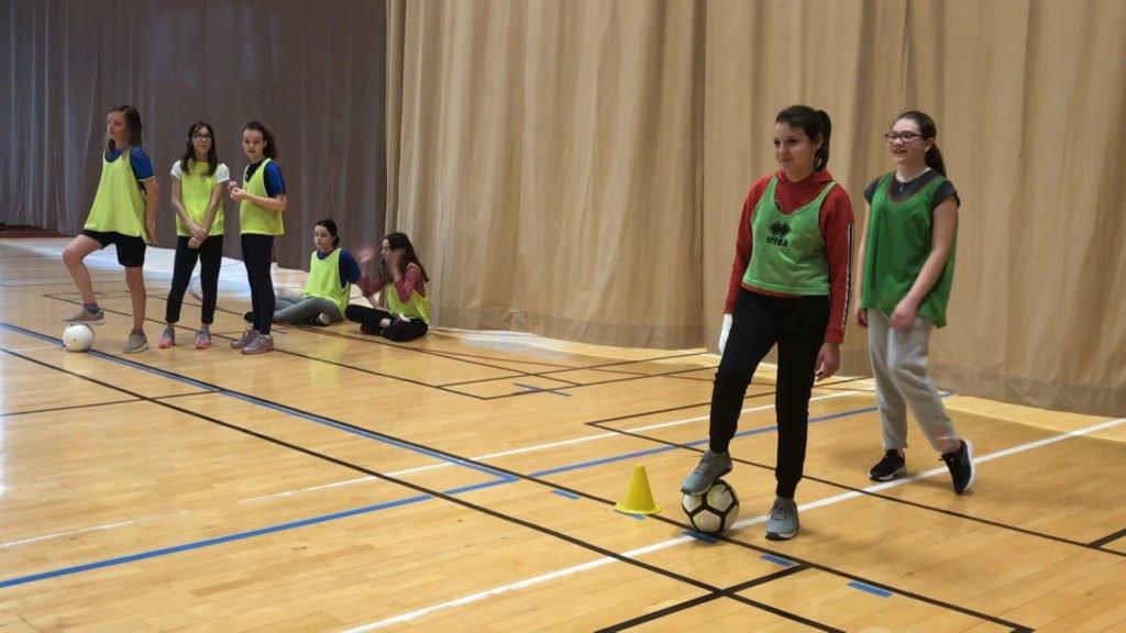 Dans le cadre de l'opération nationale « La quinzaine du foot », une soixantaine de filles a été initiée au football au collège Val de Sarre de Grosbliederstroff.