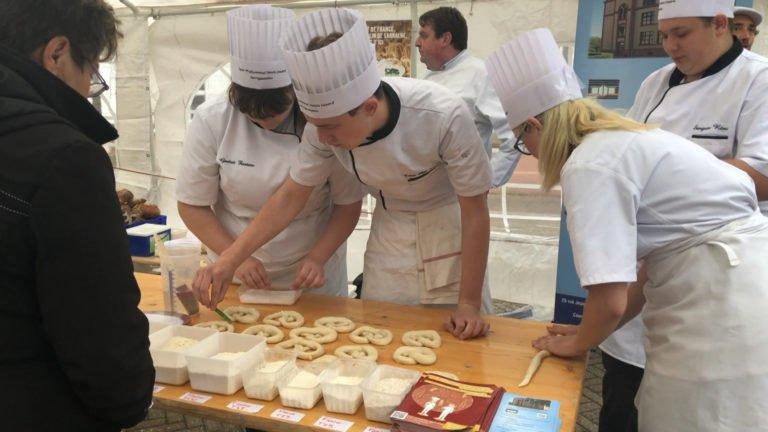 Les élèves du Simon Lazard transmettent leur savoir-faire de boulanger