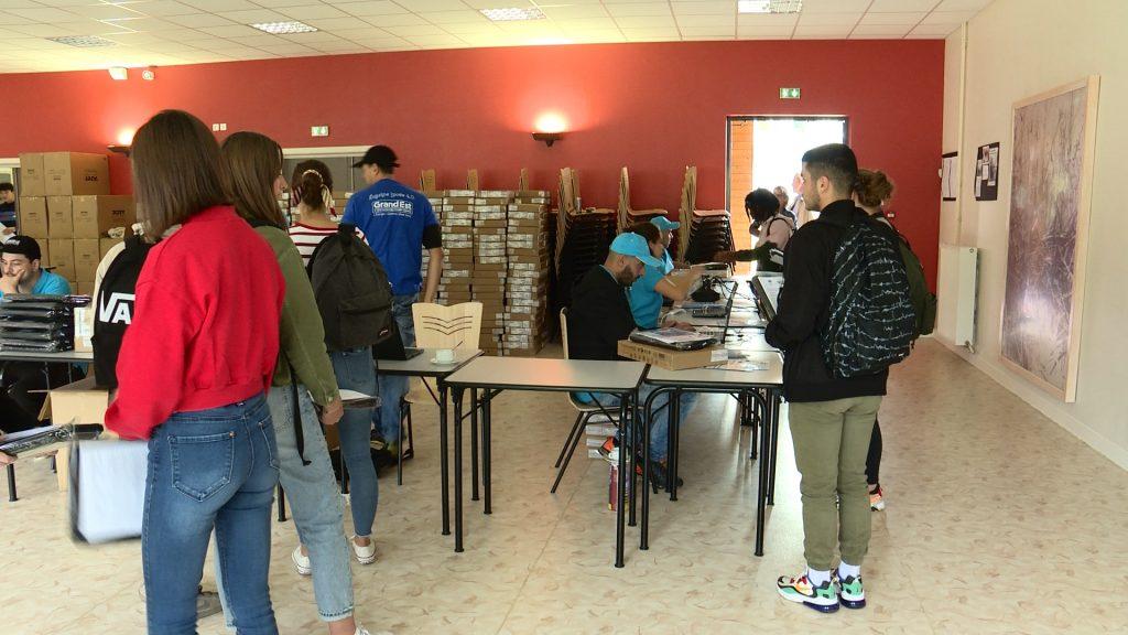 Remise des ordinateurs au Lycée Teyssier