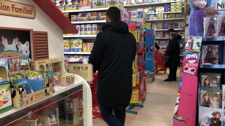 Grosse affluence dans les magasins de jouets