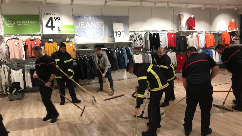 Des magasins touchés par les inondations
