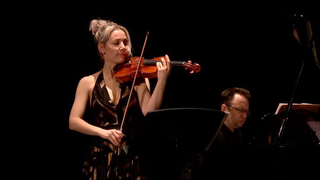 Du violon et du piano sur la scène du Casino Du violon et du piano sur la scène du Casino