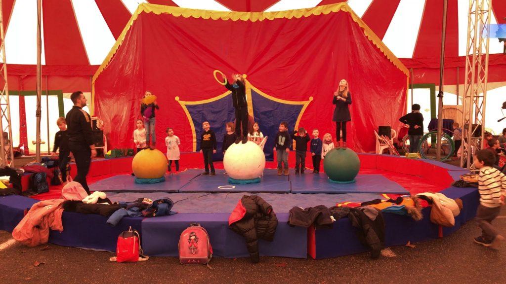 Les enfants au cirque