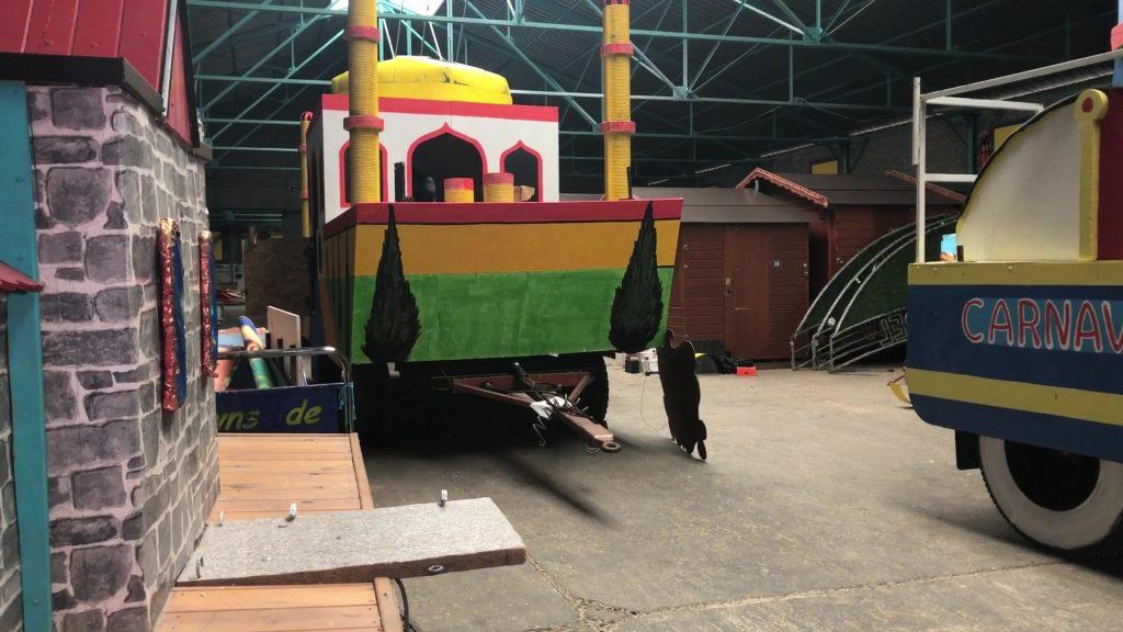 Le char se prépare pour carnaval
