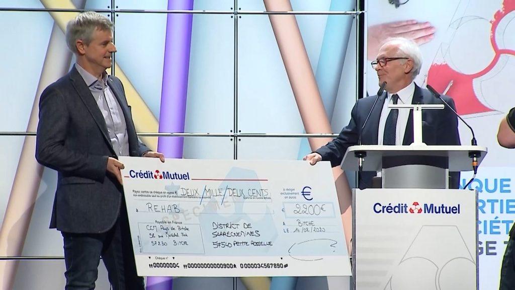 3 chèques pour aider les associations