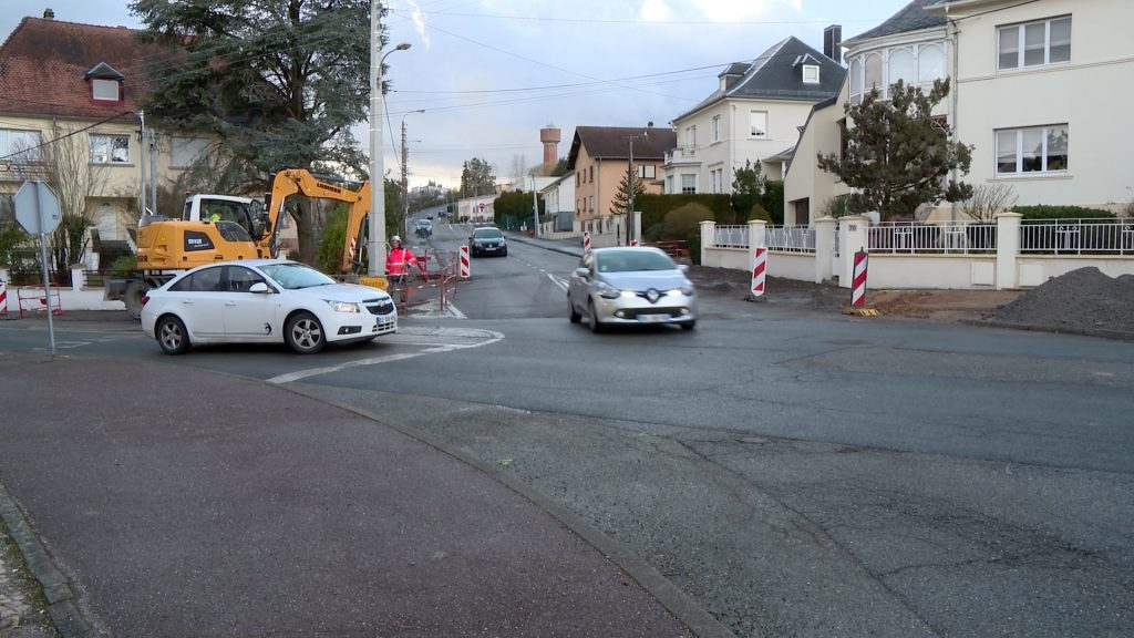 Le carrefour du Blauberg est jugé dangereux par les riverains. Des travaux sont en cours pour installer des feux et renouveler la chaussée.