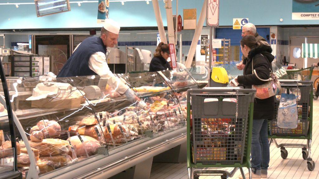 Hypermarché Cora de Forbach : pas de pénurie... - TV8 Moselle-Est