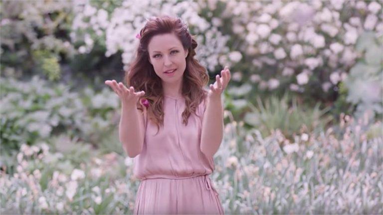 Natasha St-Pier chante Thérèse de Lisieux à Bitche