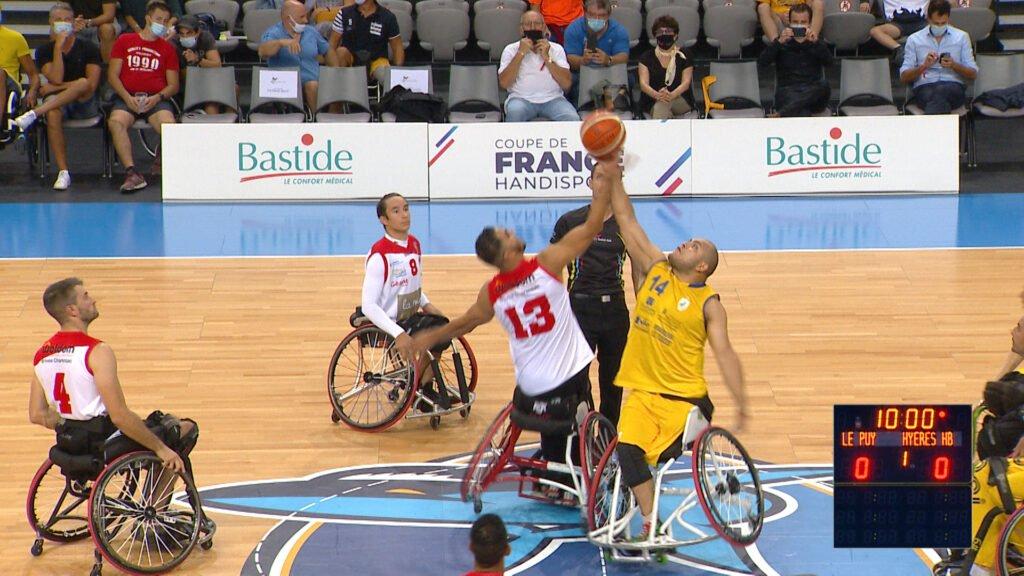 Match au sommet pour le basket fauteuil