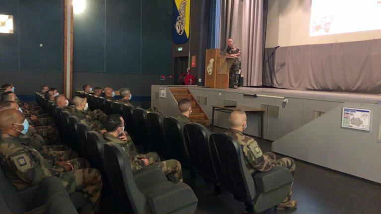 La visite d'un général au 16 ème BCP
