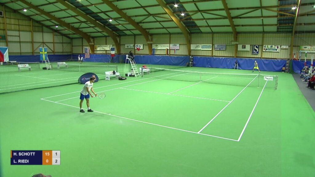 Tennis : Hugo Schott a affronté Leandro Riedi