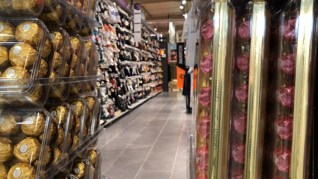 Supermarchés : dernier jour pour les rayons dits « non-essentiels »