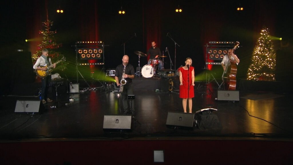 Yndie.C en concert sur la scène de l'hôtel de Ville de Sarreguemines