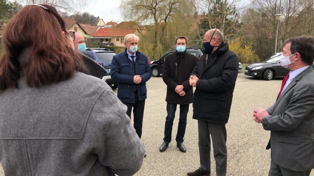 Le préfet de la Moselle Laurent TOUVET visite le centre de vaccination de Bitche