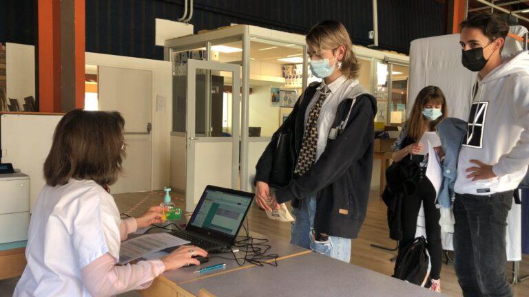 Le centre de vaccination se déplace au lycée